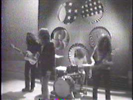 Black Sabbath - Paranoid on Belgium TV 1970 - Group with psychedelic backdrop