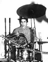 Richard Edson drumming for Sonic Youth